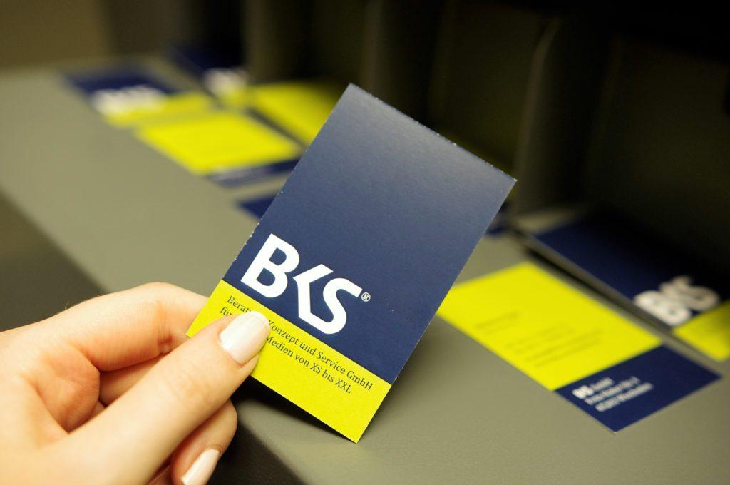 Unsere Visitenkarte! Headergrafik Fahnen - Wir drucken - sie werben! BKS-Wiesbaden
